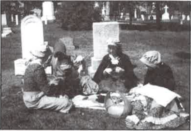 Laura Secord's daughters picnic and reminisce